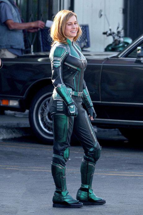 Capitana Marvel con su traje