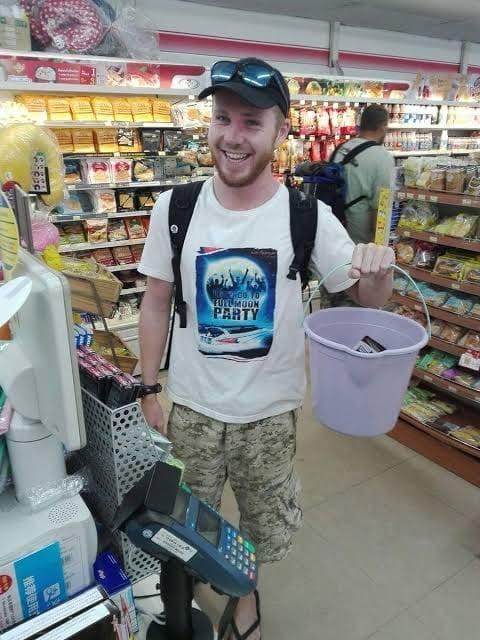 Tailandia prohibido el uso de plástico - un balde para llevar las galletas