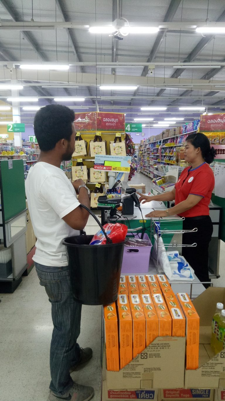 Tailandia prohibido el uso de plástico - Utiliza un balde para llevar sus compras