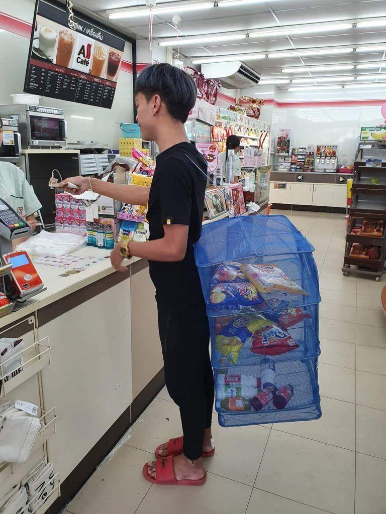 Tailandia prohibido el uso de plástico - Solo lo quedo su canasta de ropa para llevar la compradores